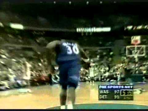 Ben Wallace Dunk of the Great Pass from Rod Strickland (1999)