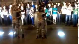 Гипнотический танец попой