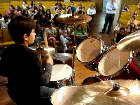 Carlos Eduardo Dominguez Martinez tocando Living On A Prayer y Smells Like Teens Spirit