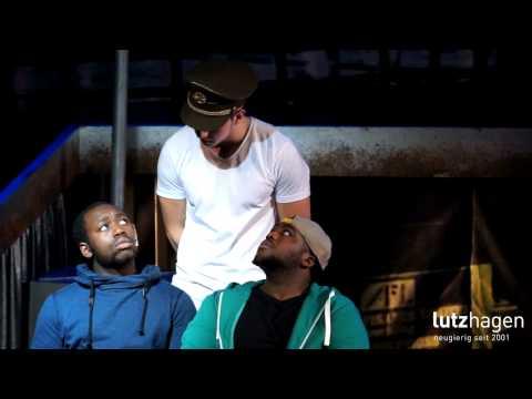 Zwei Männer sehen schwarz | Migrationssatire mit Musik von Werner Hahn
