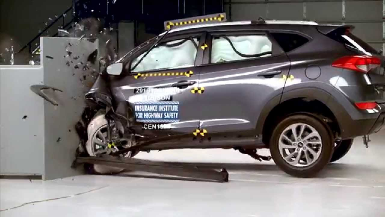 iihs 2016 hyundai tucson small overlap crash test. Black Bedroom Furniture Sets. Home Design Ideas