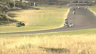 Un coureur SuperGP fait une grosse chute