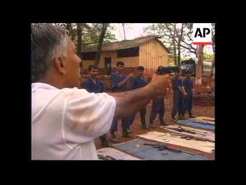 INDIA: BOMBAY: ELITE POLICE UNIT OPENS TO VOLUNTEERS