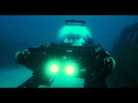U-Boat Worx C-Explorer 2 diving on shipwreck