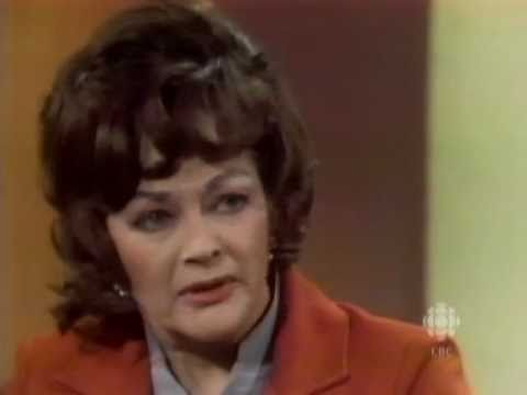 Yvonne De Carlo on feminism, equal rights & Hollywood, 1976  CBC