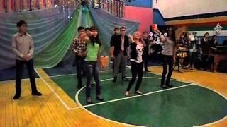 Современный танец на Новый Год:)