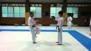 跳び二段蹴り 水曜4限 空手授業 keio weekly karate.