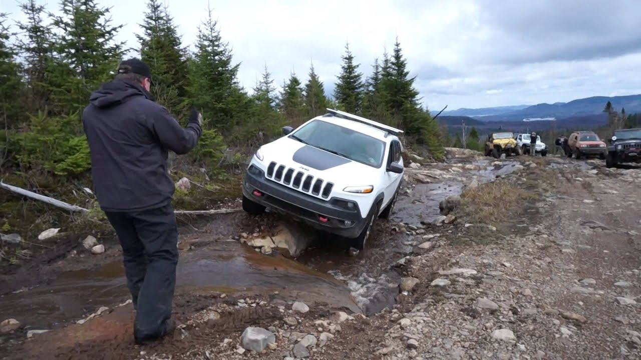 2014 jeep cherokee trailhawk off road in tremblant at the jamboree canada la diable 2014 youtube. Black Bedroom Furniture Sets. Home Design Ideas