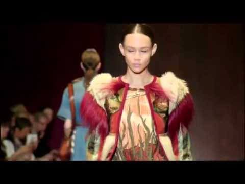 """The fashion house Gucci in Milan Fashion Week unveiled 2015 spring and summer collection"" kopija"
