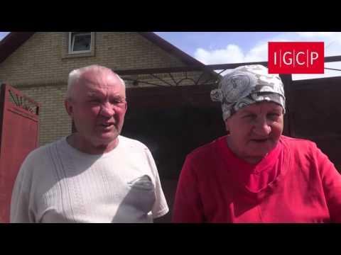 Семья Ходос вынуждена была бежать из собственного дома (Война в Донбассе. Прямая речь)