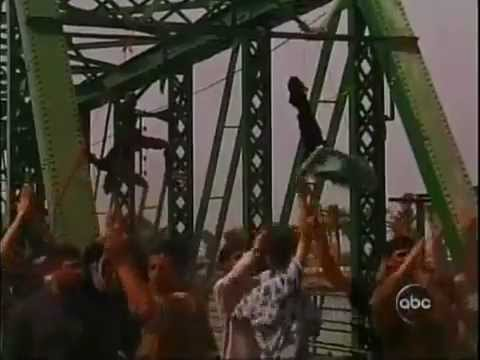 Four Blackwater Agents Hung in Fallujah Iraq March 31, 2004 - YouTube.flv