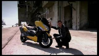 We walk you through the features of the 2009 Yamaha TMAX.