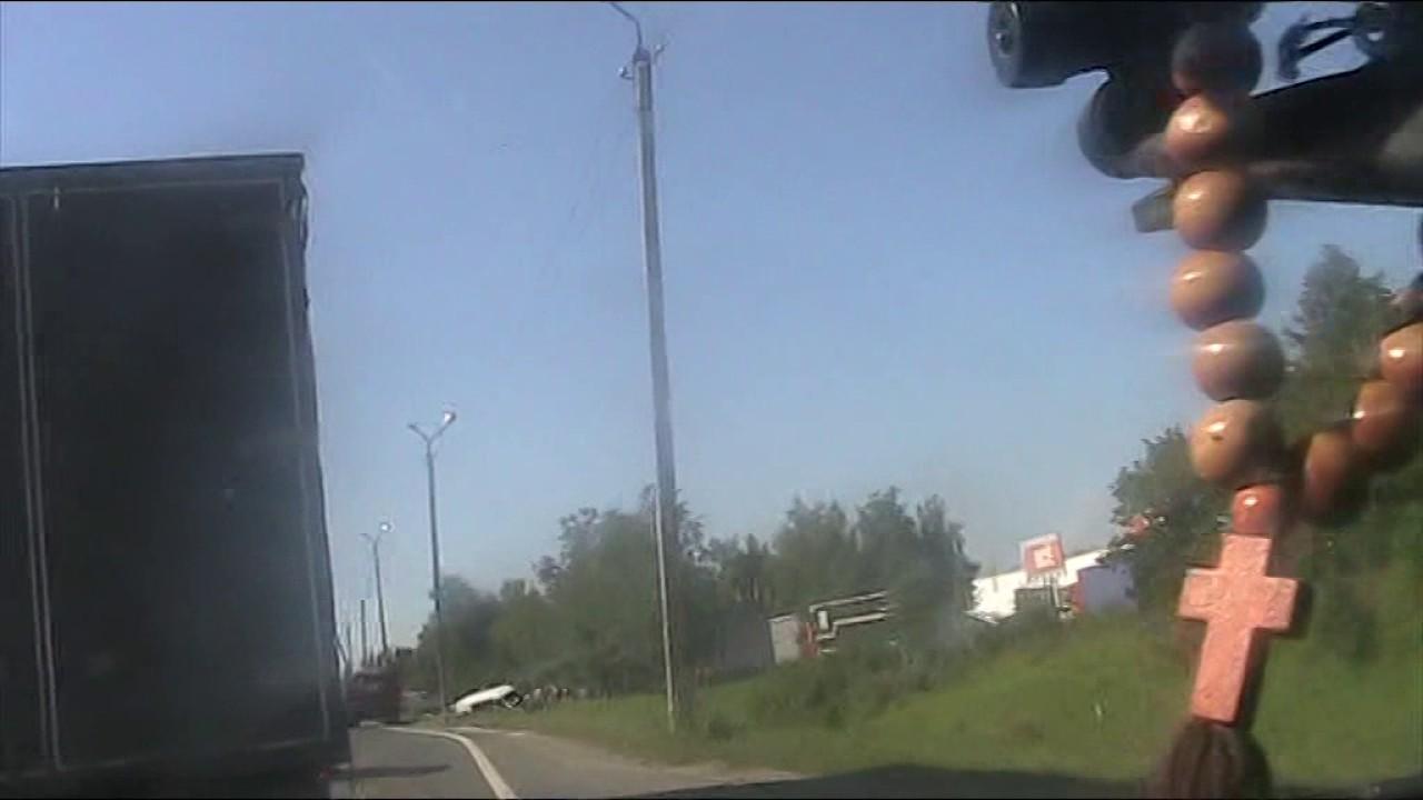 """ДТП автобуса недалеко от """"собачьей будки"""" ДПС г. Балабаново.А где же гайцы?"""