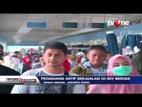 Aktvitas Perniagaan di Sky Bridge, Tanah Abang, Jakarta