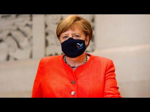 Kanzlerin Merkel trägt Maske im Bundesrat