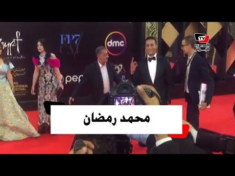محمد رمضان يشير بـ«نمبر وان» ويهدي قبلة للحاضرين بمهرجان القاهرة السينمائي  - نشر قبل 20 ساعة