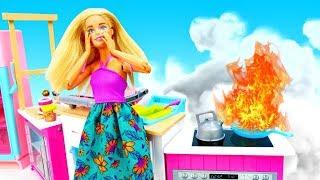 Nuovi episodi con la bambola Barbie. I bambini sono rimasti a casa. Giocattoli educativi