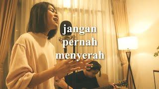 Download JANGAN PERNAH MENYERAH ( COVER BY REGINA POETIRAY & RHENO POETIRAY )