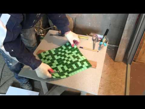 Как резать стеклянную мозаику стеклорезом