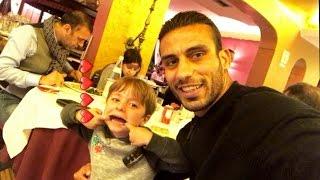 علي عدنان يلعب مع طفل ايطالي