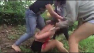 """Lộ diện nhóm """"đả nữ"""" đánh đập, lột đồ bạn gái"""