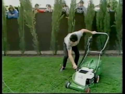 Mental As Anything mow a lawn, 1983