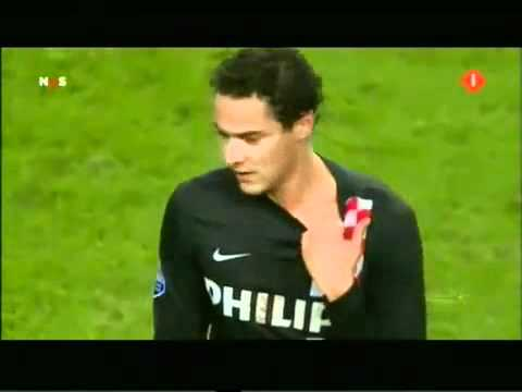 Luis Suarez Bites Opponent - Ajax v PSV !! Whats he thinking of?