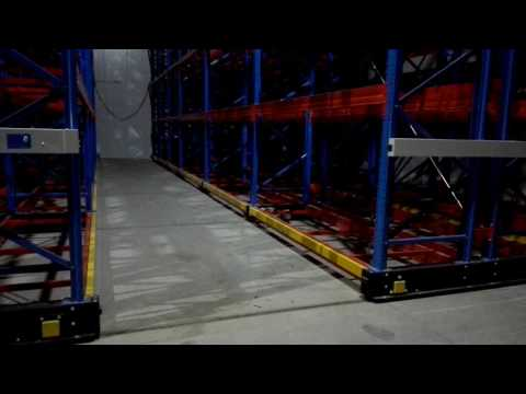 Mobile pallet racking on moving