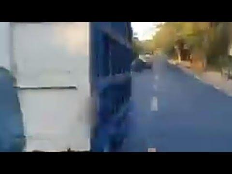 adu-kecepatan-hampir-nabrak-truk