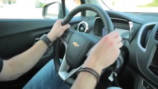 как правильно держать руль автомобиля видео