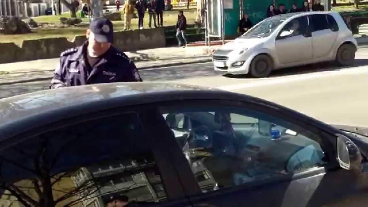 Mulțimea scanda către poliție: PROCES VERBAL!