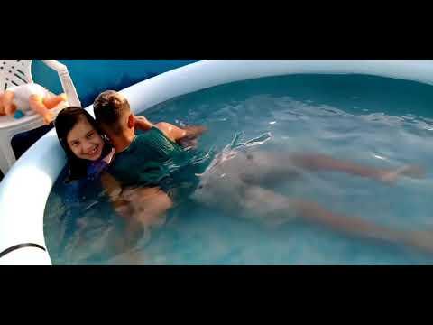 Tomando Banho De Piscina Com Meu Irmão(taking A Bath In The Pool With My Brother)