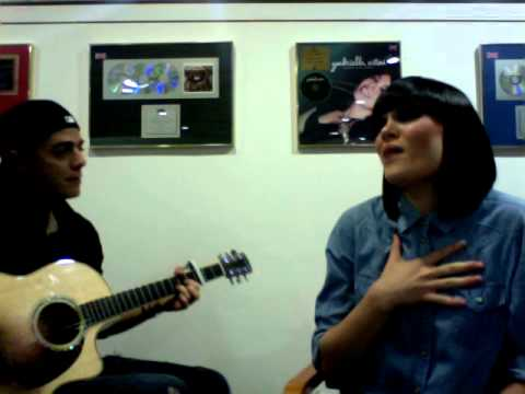JESSIE J 'NOBODYS PERFECT' ACOUSTIC (BEN MARTINEZ ON GUITAR)