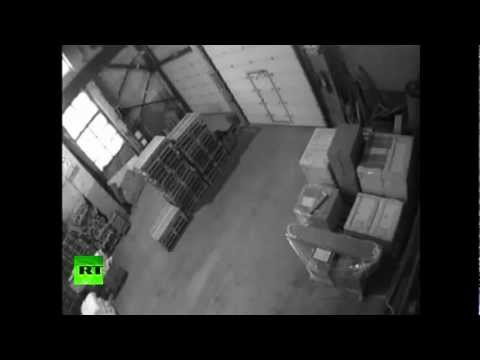 Meteorite blast wave blows out doors in Russia [Hilarious CCTV]