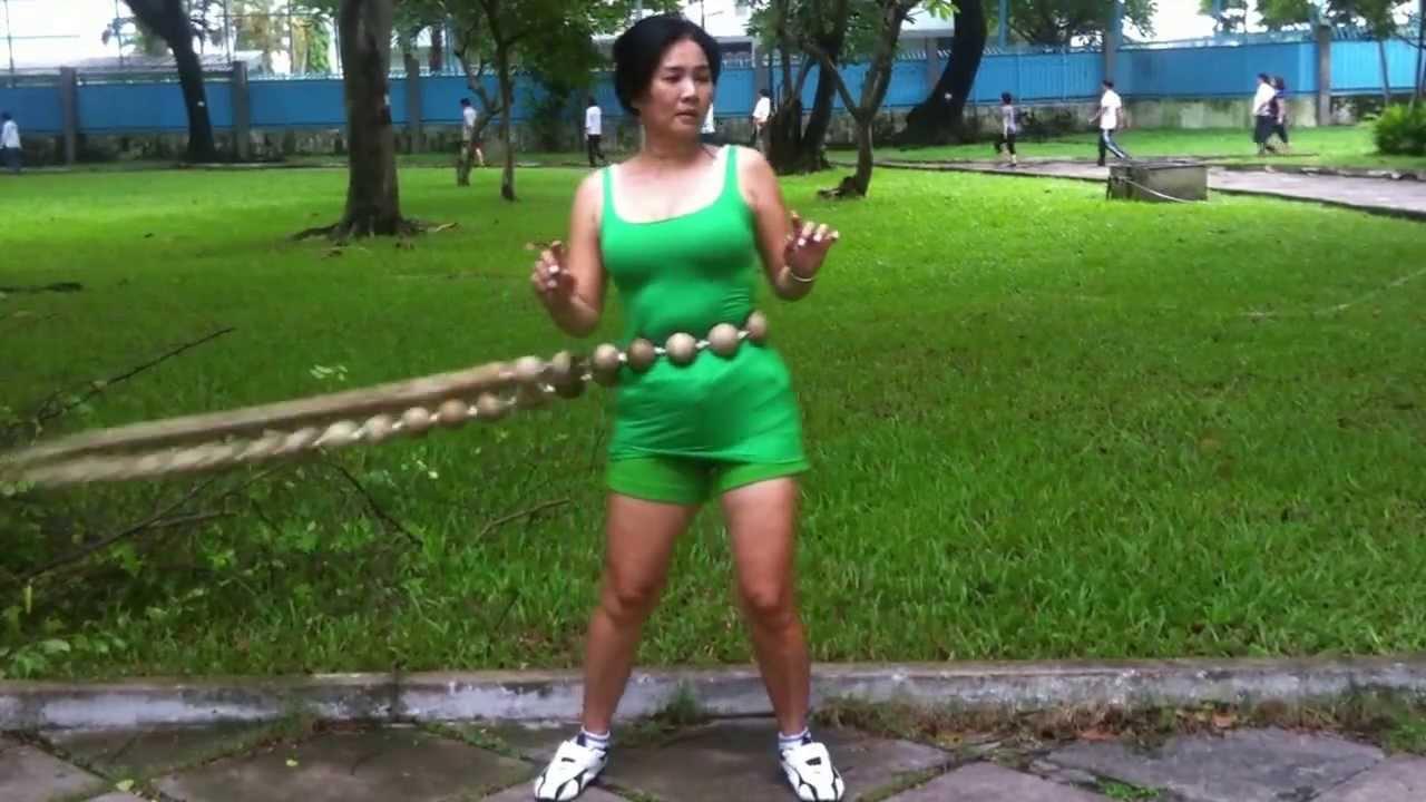 Bài tập thể dục thẩm mỹ lắc vòng tràng hạt giảm cân và eo hiệu quả
