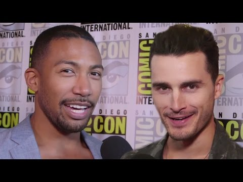 Celebs Sing Their Go-To Karaoke Songs At Comic Con 2016