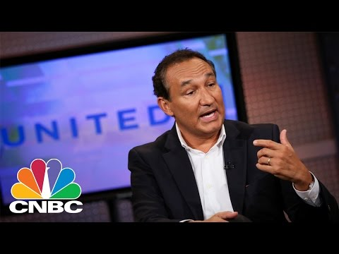 Social Media 'Tears Apart' United's Response To Removal Of Passenger | CNBC
