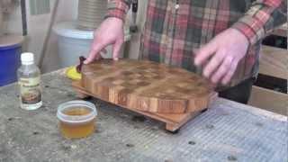 разделочная доска: обработка торцевой разделочной доски минеральным маслом и пчелиным воском
