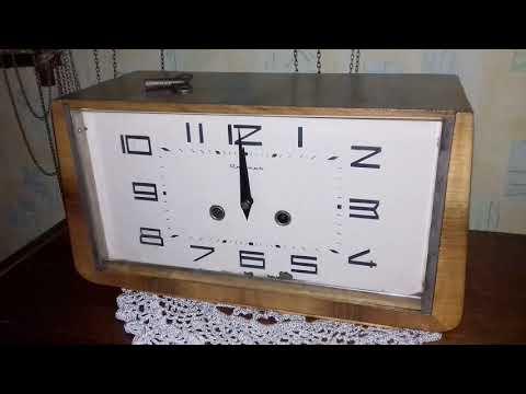 """Работа каминных часов с боем """"Янтарь 118158"""""""