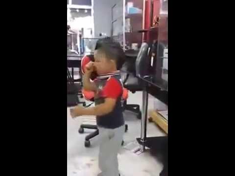طفل صغير عمره 3 سنوات مهبول في الشطيح ey ey thumbnail