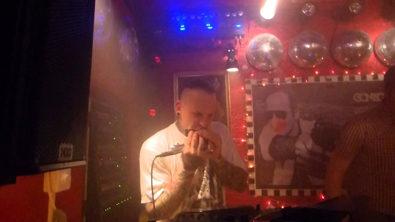 Mad Mike - DJ mit Mundharmonika live im Gonzo Zürich - YouTube