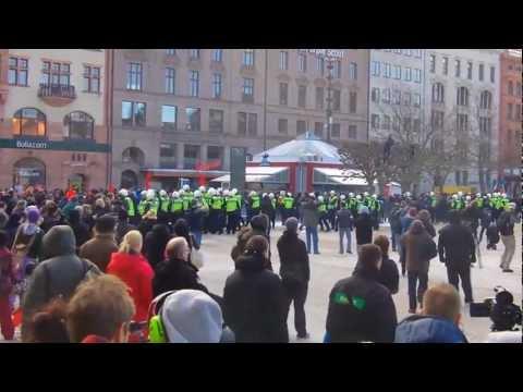 Demonstration mot Swedish Defence League på Stortorget i Malmö