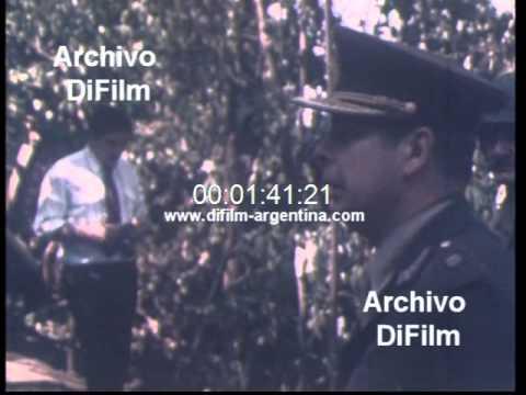 Benjamin Menendez inspecciona campamento guerrillero en Tucuman 1980