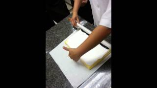 Repeat youtube video วิธีม้วนโรลเค้ก