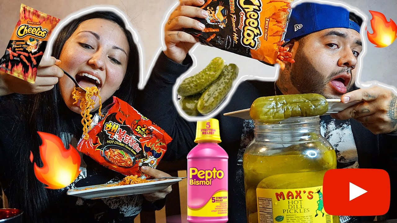 2X SPICY RAMEN NOODLES AND HOT PICKLE AND EXTRA FLAMING HOT CHEETO  CHALLENGE!
