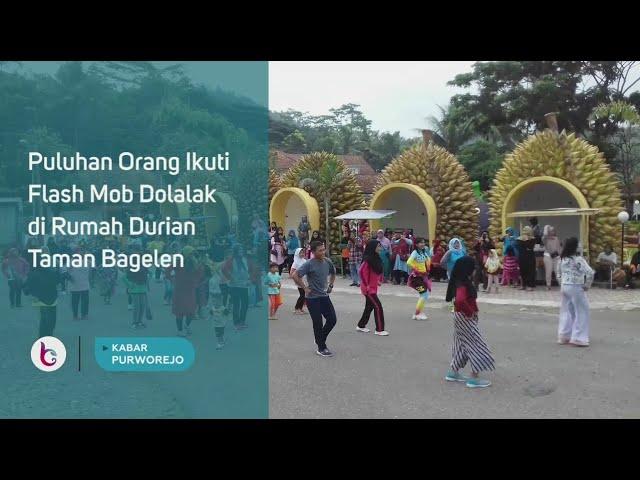 Puluhan Orang Ikuti Flash Mob Dolalak di Rumah Durian Taman Bagelen