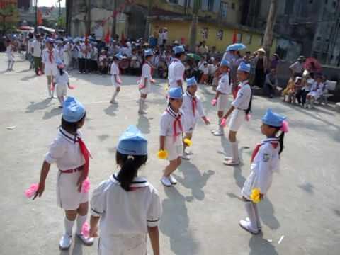 Múa duyệt nghi thức đội - tổ 9 - Thị trấn Đông Hưng- TB