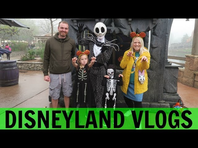 DISNEYLAND PARIS VLOGS 2: Halloween Fun In Disneyland!