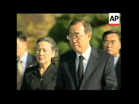 President Roh bids farewell to his former Foreign Minister