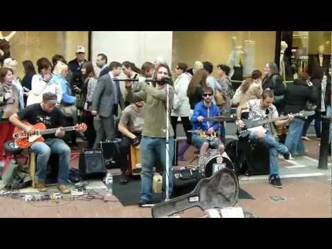 Dublin - Grafton-Street - Bühne für Strassenmusiker aller Art